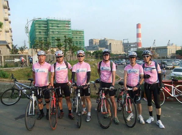 Ares cycling club poses for a group photo before a race starts