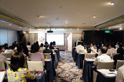 The attendees concentrated on the lecture and were eager to get to know market information and SWIFT new services.