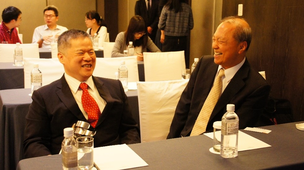 Harry Yu, chairman of Ares (right) and president of Chung-Hua Institution for Economic Research Chung-Shu Wu (left)