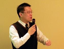 運籌網通副總郭士元介紹運籌網通的網路作業平台與相關豐富經驗。