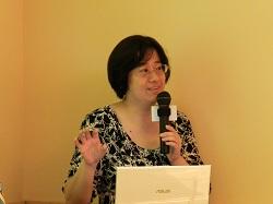 資通電腦產品經理李佩璇擔綱以實際應用情境介紹銀行與廠商的各種融資流程。