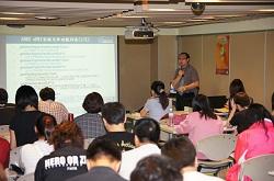 資通電腦研發工程師江良印在會中介紹 ARES uPKI 安控元件與 ARES uPKI 應用實例。